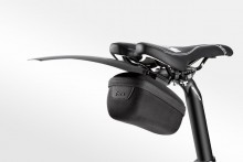 t7150_tacx_saddlebag-medium_inuse-withmudguardrace_0216